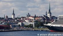 Estonia, Tallin, Tallinn, City, Harbour, old town, ships, cruising, skyline | Verwendung weltweit