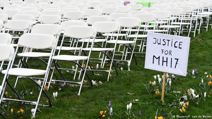 Акція у пам'ять про загиблих пасажирів літака, архівне фото