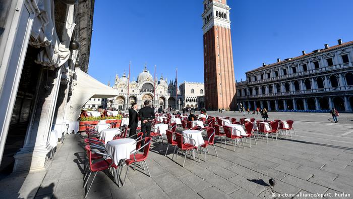 Coronavirus - Italy- empty cafe tables in Venice (picture-alliance/dpa/C. Furlan)