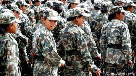 Nepal Soldatinen in Kathmandu (Jonathan Alpeyrie)