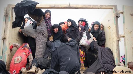 Irak Zivilbevölkerung flieht aus Mosul (Jonathan Alpeyrie)