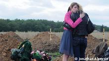 Ukraine Angehörige beim Begräbnis von Separatisten-Kämpfern