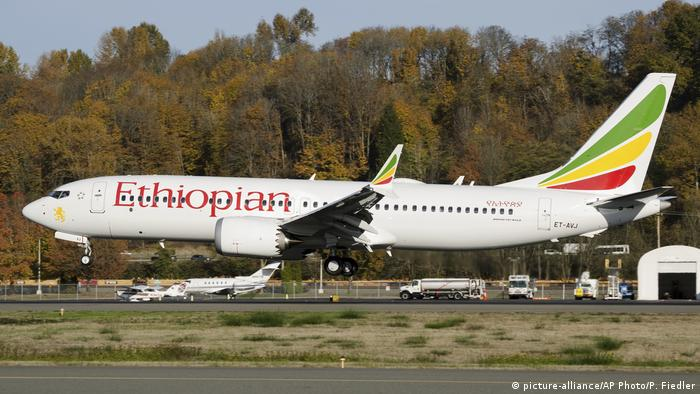 Äthiopien Seattle Boeing Field King County International Airport | Ethiopian Airlines Being 737 Max (picture-alliance/AP Photo/P. Fiedler)