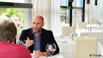 Йоахим Нишлер в ресторане своего отеля