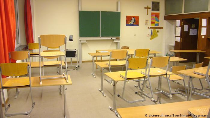 Deutschland Leeres Klassenzimmer (picture-alliance/SvenSimon/F. Hoermann)