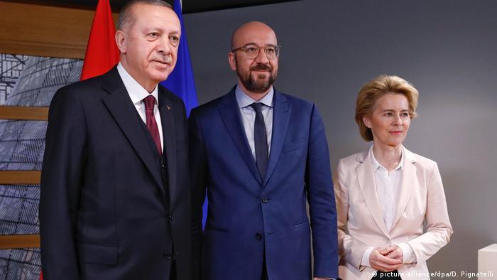 Лідери ЄС провели зустріч з президентом Туреччини з приводу розбіжностей щодо угоди про мігрантів