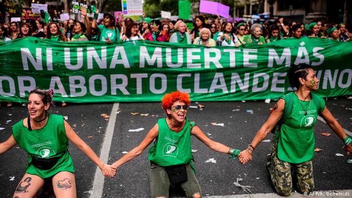 Argentinien Demo am Frauentag für legale Abtreibung und gegen Gewalt an Frauen