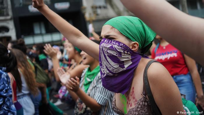 Protestas en Argentina para que se apruebe la ley sobre el aborto legal, seguro y gratuito.