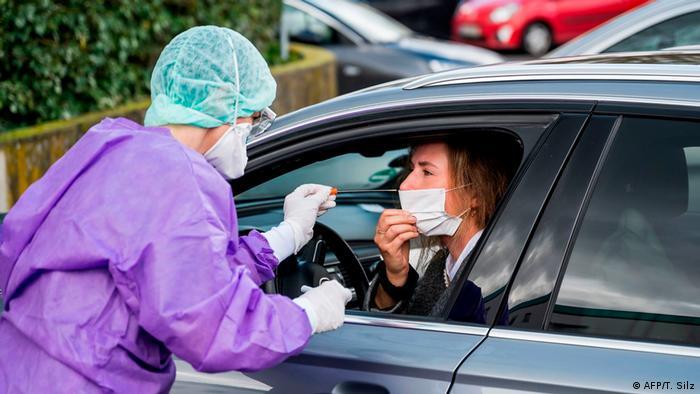 Deutschland Coronavirus | Drive-through-Test
