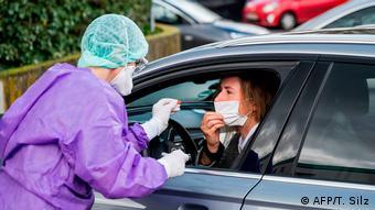 Deutschland Erste Todesfälle nach Infektionen mit Coronavirus | Drive-through-Test