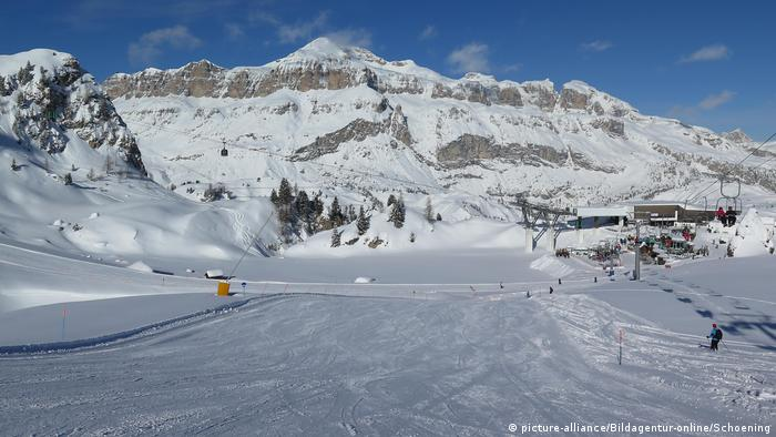 Ski piste Piz Boe in Dolomites Italy (picture-alliance/Bildagentur-online/Schoening)