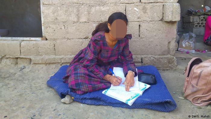 A you child bride in Yemen sits on the street