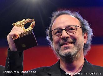 Turkish director Semih Kaplanoglu poses with his Golden Bear award