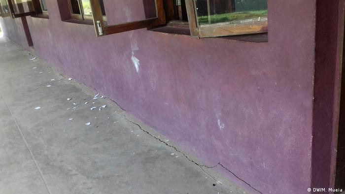 Mosambik Quelimane Schule - Risse
