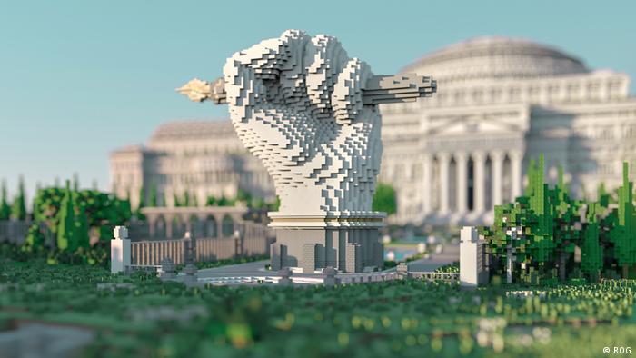 تمثال ثلاثي الابعاد أمام المكتبة الإفتراضية الخاصة بلعبة ماينكرافت. إستغرق تصميم المكتبة الإفتراضية أكثر من ثلاثة أشهر.