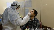 10.03.2020 TEHRAN, IRAN - MARCH 10: A medical staff examines a patient at Keyvan Virology Laboratory to confirm the coronavirus cases in Tehran, Iran on March 10, 2020. The death toll from the coronavirus outbreak in Iran rose to 291, local media reported on Tuesday. Authorities said 54 people died in the last 24 hours, while 881 new cases were found, bringing the total number of confirmed cases to 8,042, the semi-official ISNA news agency quoted the Health Ministry spokesman Kianoush Jahanpour as saying. Fatemeh Bahrami / Anadolu Agency   Keine Weitergabe an Wiederverkäufer.