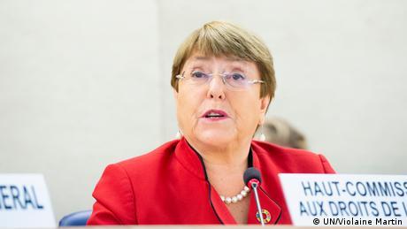 La alta comisionada de la ONU para los Derechos Humanos, Michelle Bachelet, manifestó su alarma por el aumento de las restricciones de diversos gobiernos a medios de comunicación independientes y por las detenciones e intimidaciones de periodistas durante la actual pandemia. Y añadió que el libre flujo de información en la crisis es vital para la lucha contra la COVID-19. (24.04.2020).