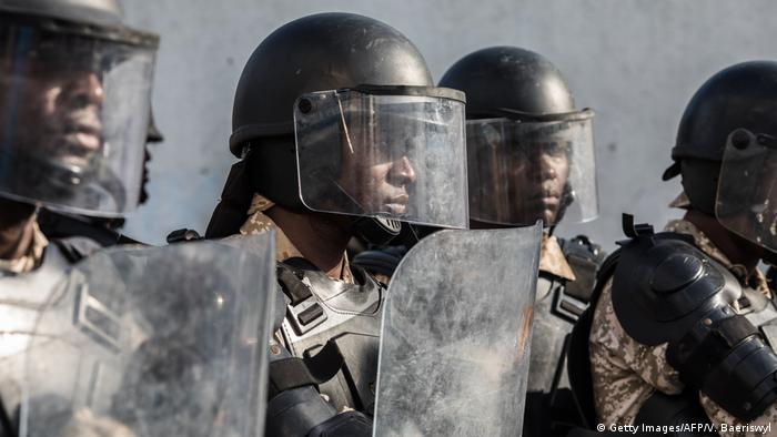 Policías en Haití.