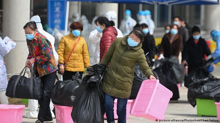 Coronavirus in China Wuhan Heilungen und Schließung von Krankenhäusern (picture-alliance/Photoshot/Chen Yehua)