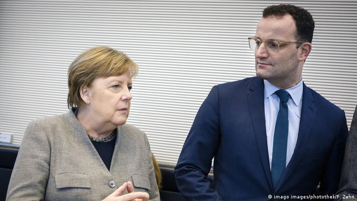 وزير الصحة الألماني ينس شبان مع المستشارة ميركل في 10/3/2020