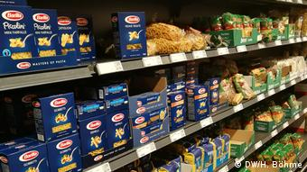 Полные прилавки немецкого супермаркета