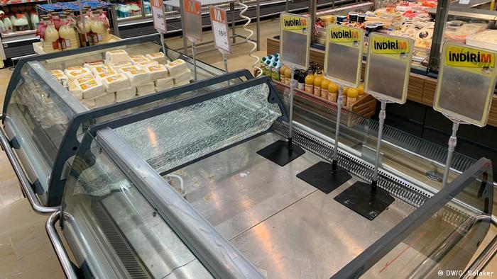 И в Анкара магазините са все по-празни