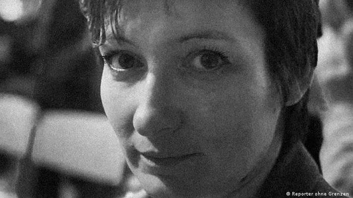 تعيش الصحفية الروسية يوليا بيريزوفسكايا في المنفى، لكنها تصل لقرائها عن طريق المكتبة الافتراضية بلعبة ماينكرافت
