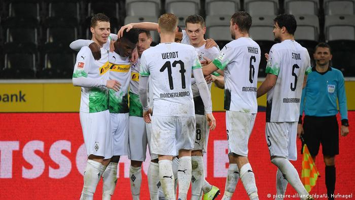 مباراة بين مونشنغلادباخ وفريق كولن بدون جمهور أقيمت في العاشر من آذار/ مارس الماضي.