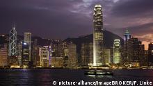Skyline von Hongkong Island bei Nacht, Hongkong, China, Asien