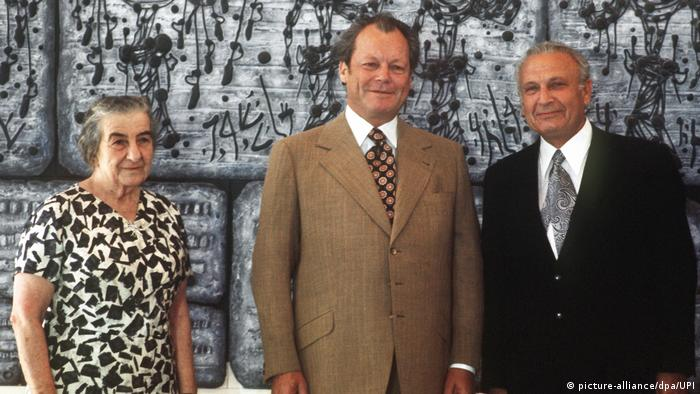 Willy Brandt (middle) and Golda Meir (left) with Efraim Kazir (right) in Jerusalem in 1973.