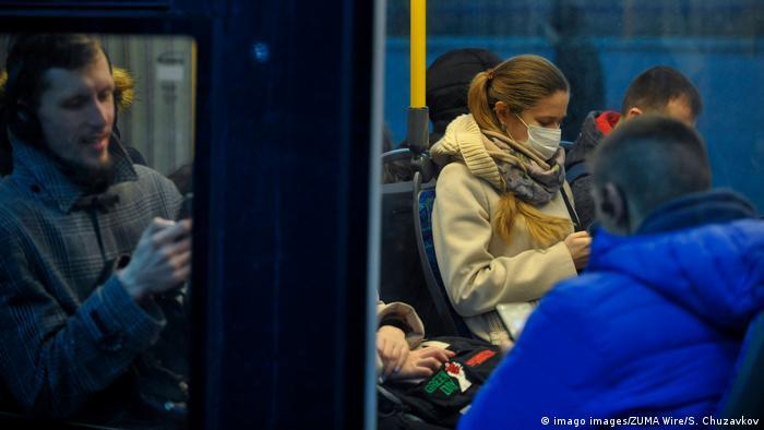 У Києві пасажирів допускатимуть у громадський транспорт лише в медичних масках, кажуть в КМДА
