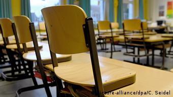 La fermeture des écoles est prévue jusqu'à fin janvier, mais elle pourrait être prolongée si nécessaire... un risque de décrochage pour les enfants de familles défavorisées