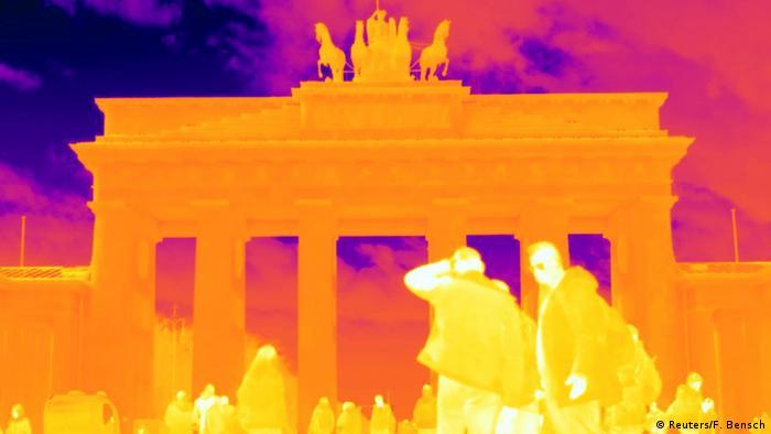 Бранденбургские ворота. Ночное фото с использованием теплового фильтра