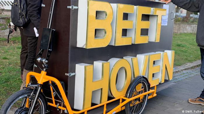 Yellow bicycle with bearing a box with BEETHOVEN in capital letters (DW/R. Fulker)
