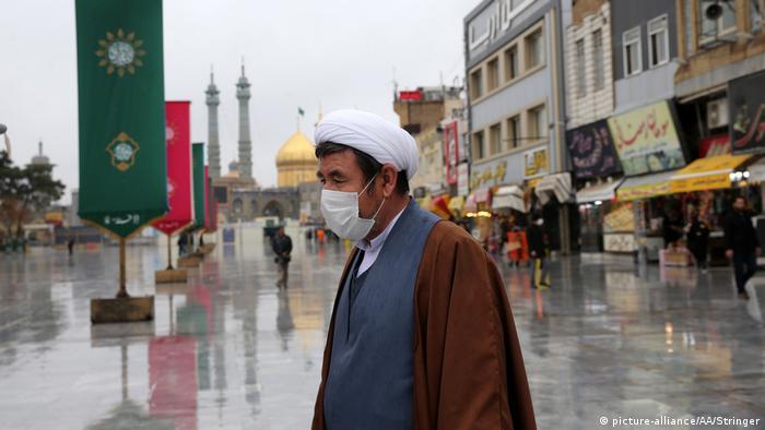 Iran | Coronavirus: Alltag in Ghom (picture-alliance/AA/Stringer)