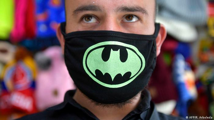 Coronavirus in Kolumbien Bogota Mann mit Schutzmaske
