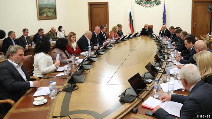 Кадър от извънредното заседание на МС непосредствено преди обявяването на извънредно положение