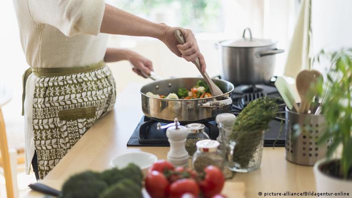 Kochen (picture-alliance/Bildagentur-online)