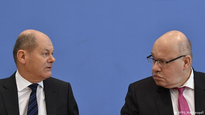 El ministro alemán de Finanzas, Olaf Scholz (izquierda), junto con el responsable de la cartera de Economía, Peter Altmaier (derecha)