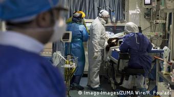 Iran Corona   Ärzte und Pfleger in Schutzkleidung (Imago-Images/ZUMA Wire/R. Fouladi)