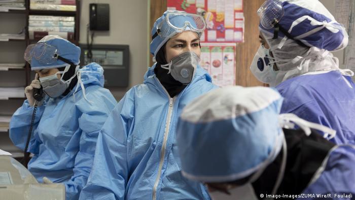 Iran Corona | Ärzte und Pfleger in Schutzkleidung (Imago-Images/ZUMA Wire/R. Fouladi)