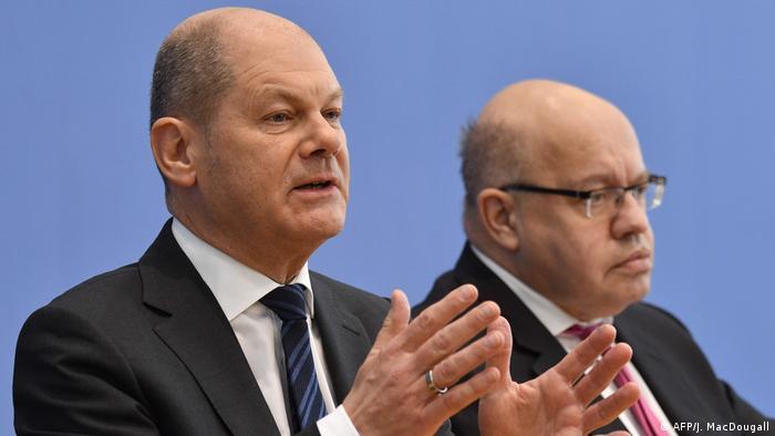 Министры Олаф Шольц (слева) и Петер Альтмайер