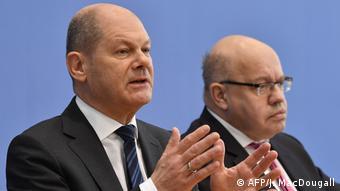 Πέτερ Αλτμάιερ (δεξιά): «Θα σταθούμε στο πλευρό των επιχειρήσεών μας»