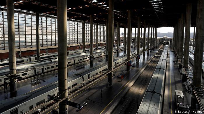 Spanien Symbolbild Corona leerer Bahnhof in Madrid (Foto: Reuters/J. Medina)
