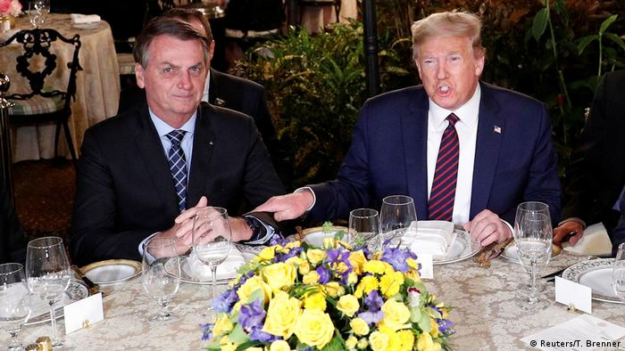 USA Trump und Bolsonaro geben sich die Hand (Reuters/T. Brenner)