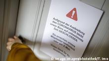 Hinweisschild: Buero geschlossen / Coronavirus. Berlin 10.03.2020 Berlin Deutschland *** Sign Office closed Coronavirus Berlin 10 03 2020 Berlin Germany Copyright: xThomasxImo/photothek.netx
