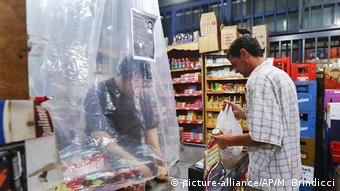 Argentinien: Auswirkungen des Corona-Virus in Buenos Aires (picture-alliance/AP/M. Brindicci)