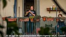 BdT | Italien Corona-Quarantäne | Menschen singen und musizieren auf ihren Balkonen