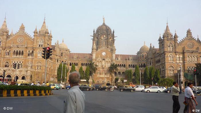 مومبای هند با ۳۸ میلیاردر که مجموع ثروت آنها به ۱۴۹ میلیارد دلار میرسد در رتبه هشتم ثروتمندترین شهرهای جهان قرار گرفته است.
