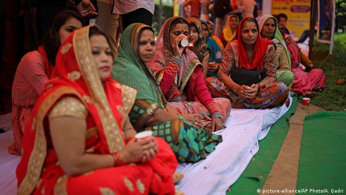 Indien Kuhurin gegen die Corona-Krise (picture-alliance/AP Photo/A. Qadri)